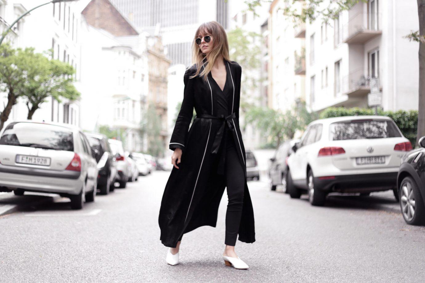 Pyjama-Style & White Mules