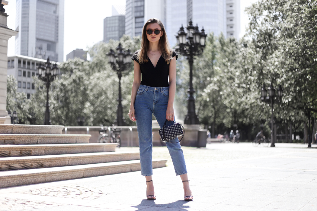 Body & Mom Jeans