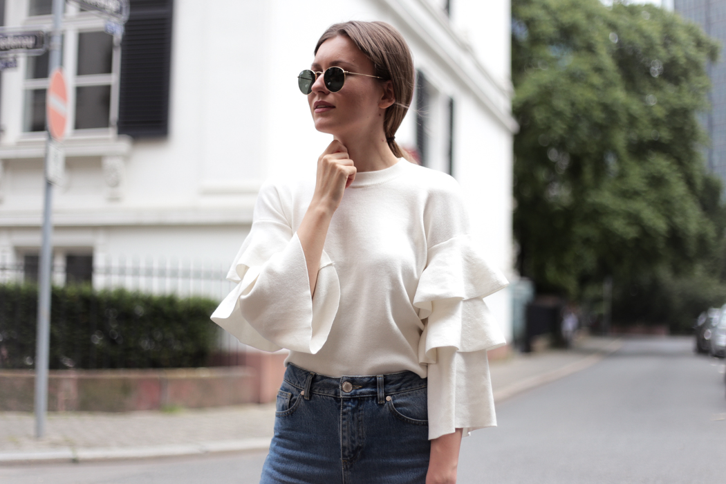 Frilled Knit, Mom Jeans & Chanel Pumps