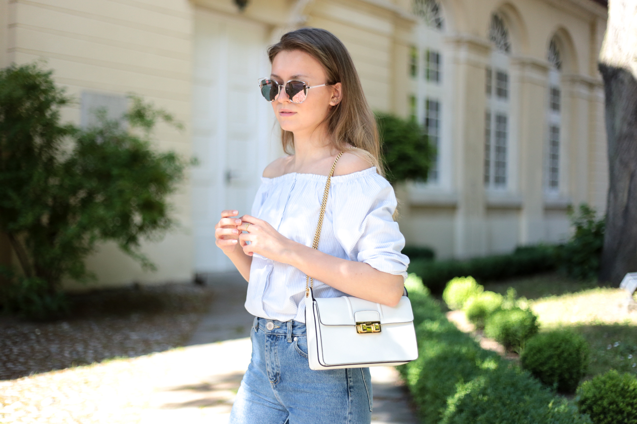 Carmen Top, Mom Jeans & Mirrored Sunglasses