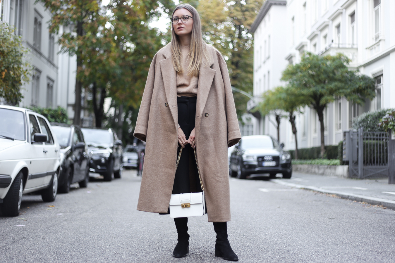 ACE & TATE GLASSES & OVERSIZED CAMEL COAT