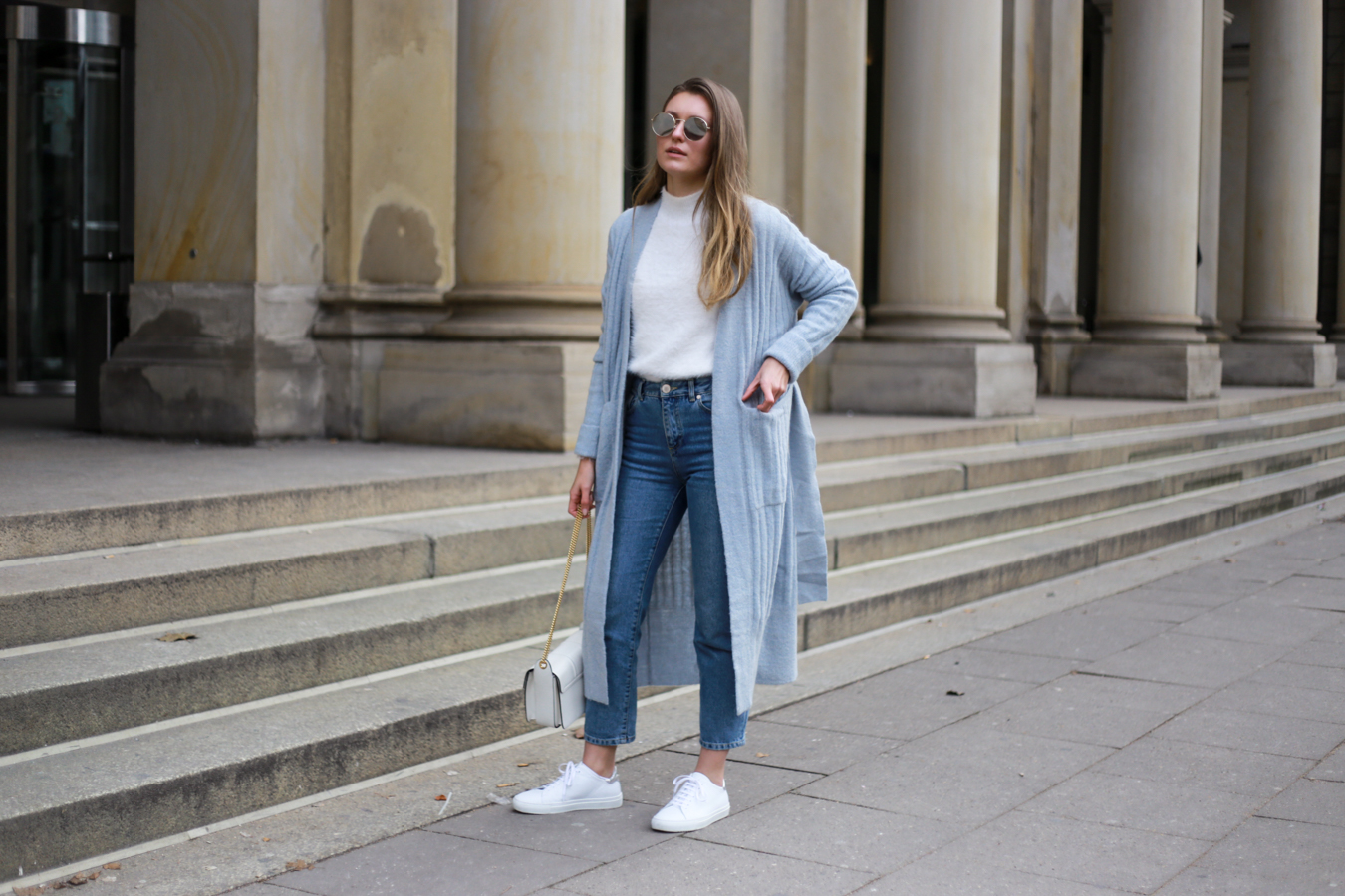 BLUE KNIT CARDIGAN MEETS BLUE JEANS