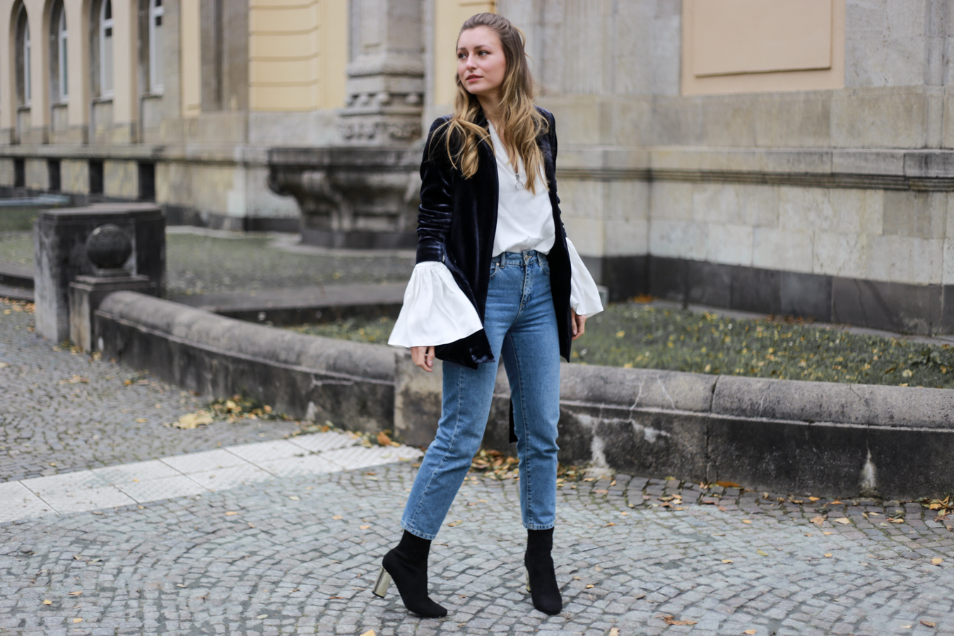 other-stories-velvet-mom-jeans-outfit-livia-auer-6829