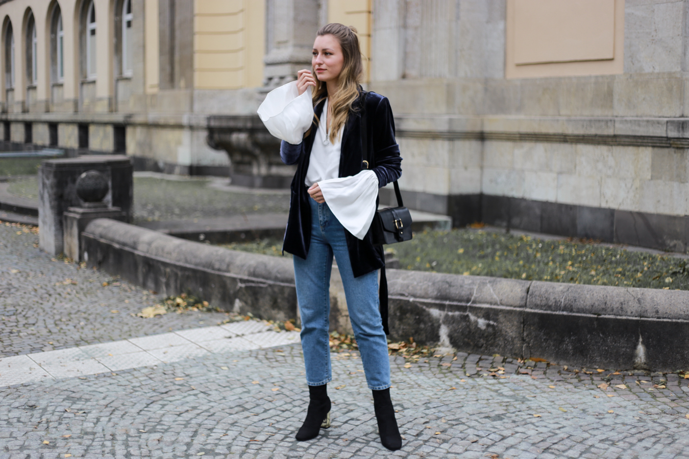 other-stories-velvet-mom-jeans-outfit-livia-auer-6832