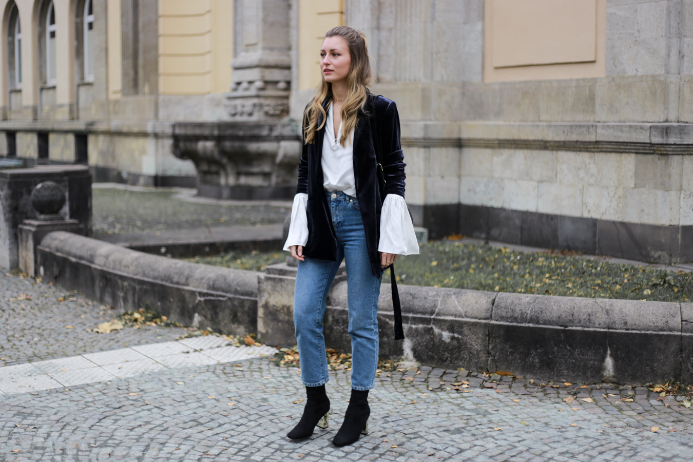 other-stories-velvet-mom-jeans-outfit-livia-auer-6849