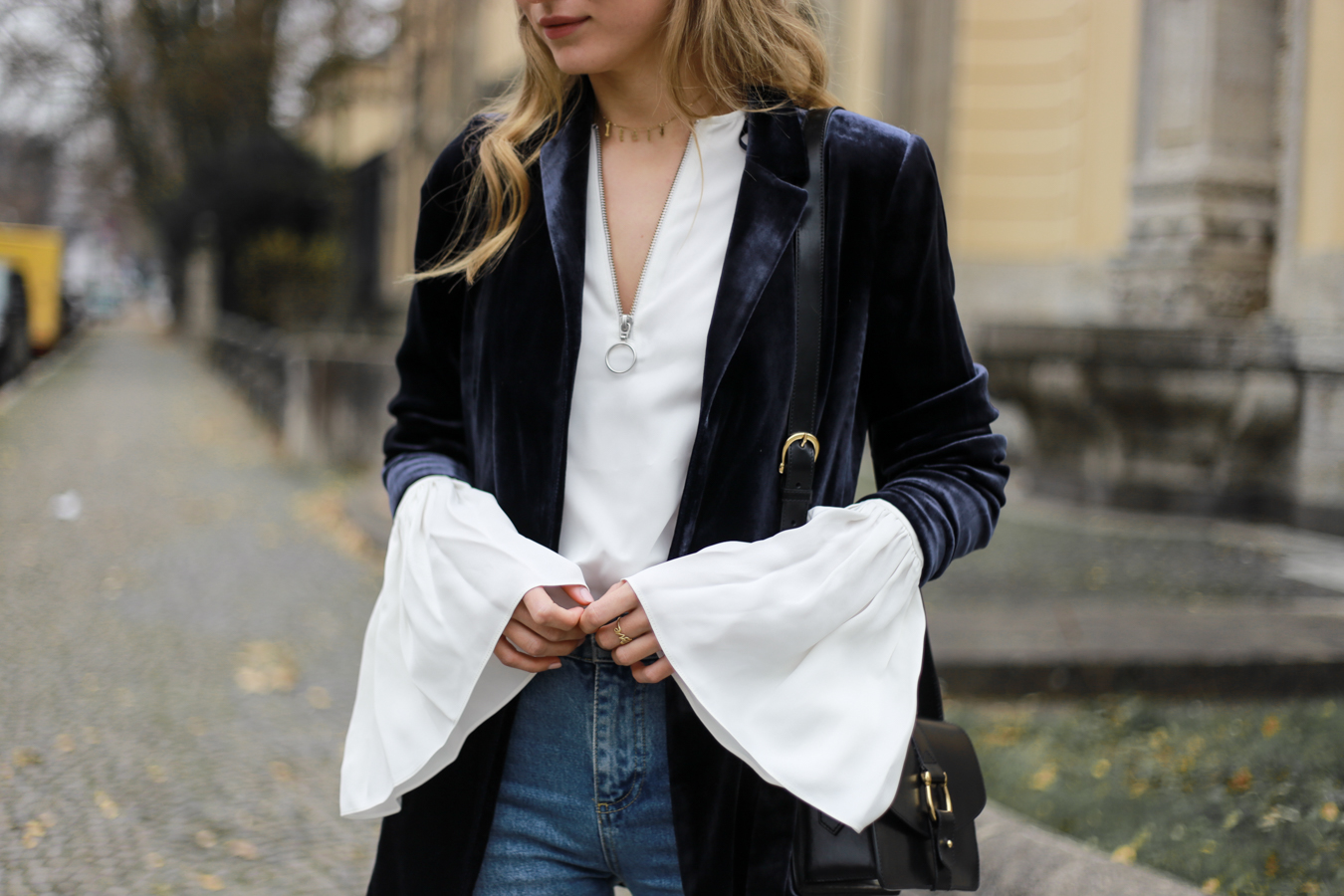 other-stories-velvet-mom-jeans-outfit-livia-auer-6992