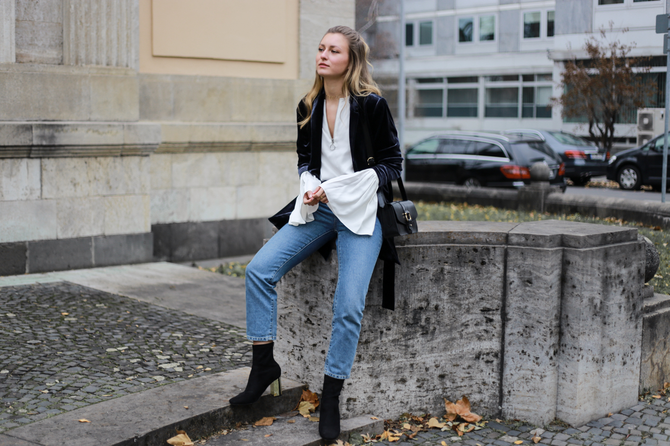 other-stories-velvet-mom-jeans-outfit-livia-auer-7036