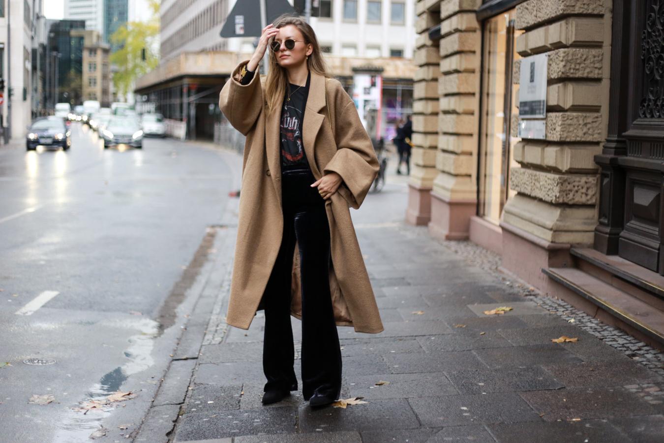 velvet-band-shirt-camel-coat-outfit-livia-auer-6496