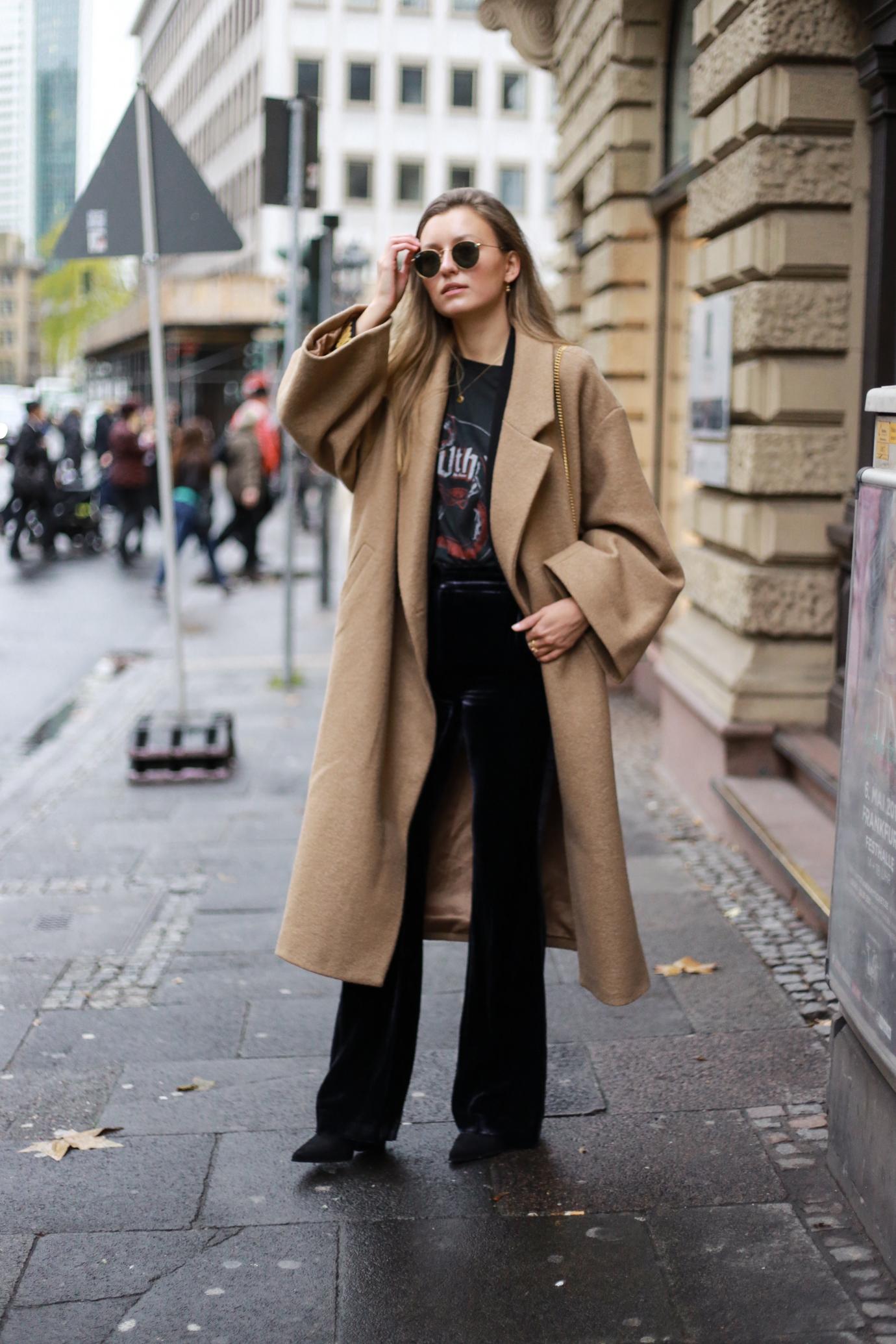 velvet-band-shirt-camel-coat-outfit-livia-auer-6513