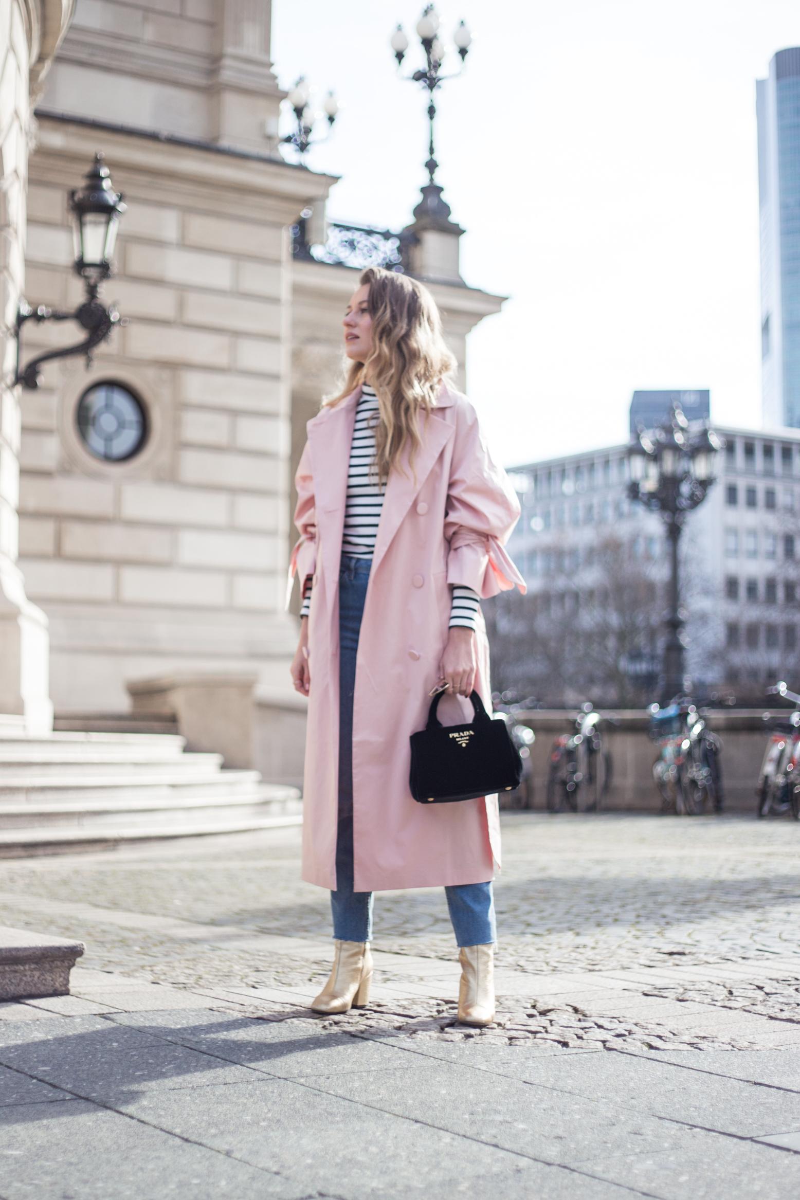 trenchcoat-outfit-prada-bag-velvet-0155