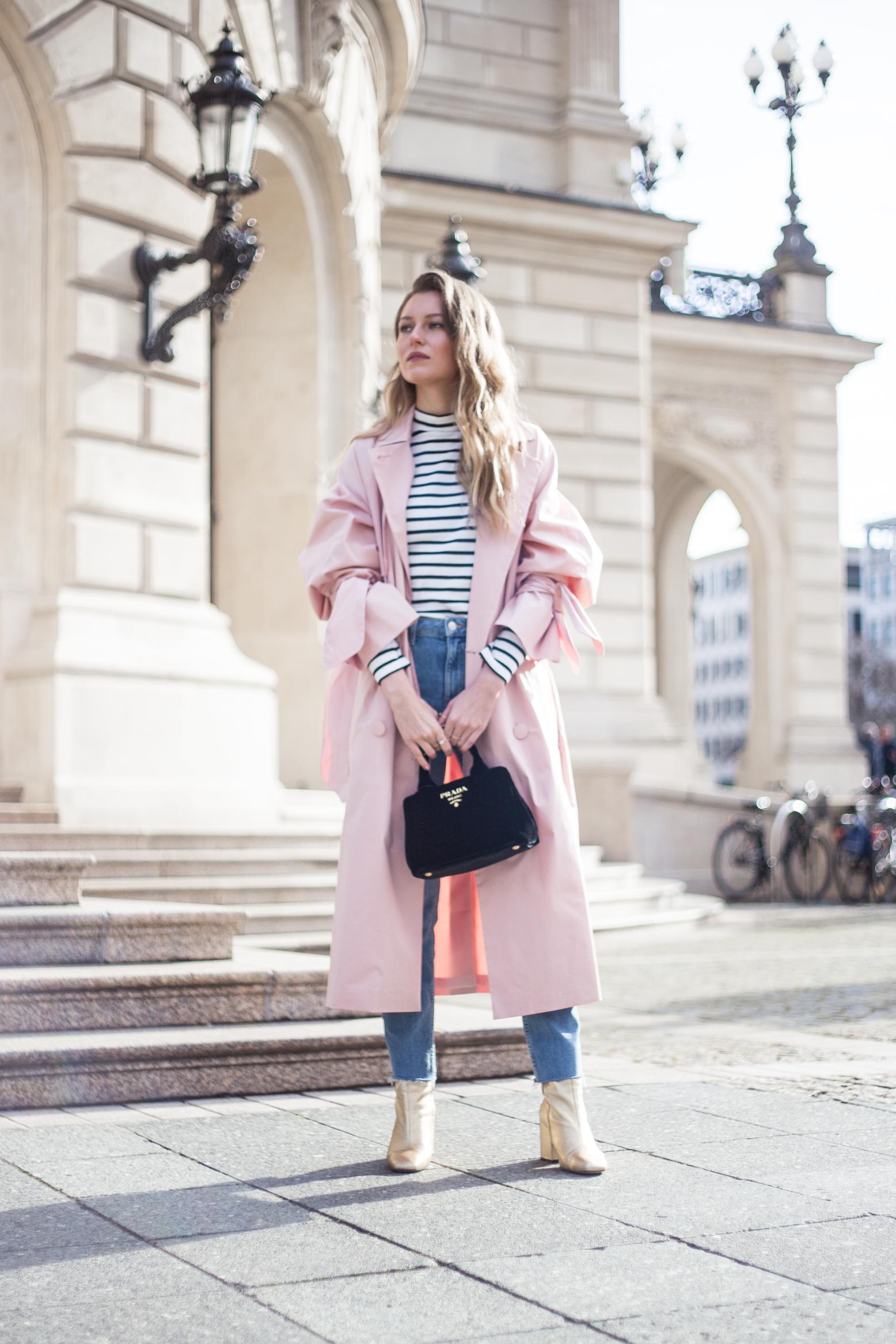 trenchcoat-outfit-prada-bag-velvet-0168