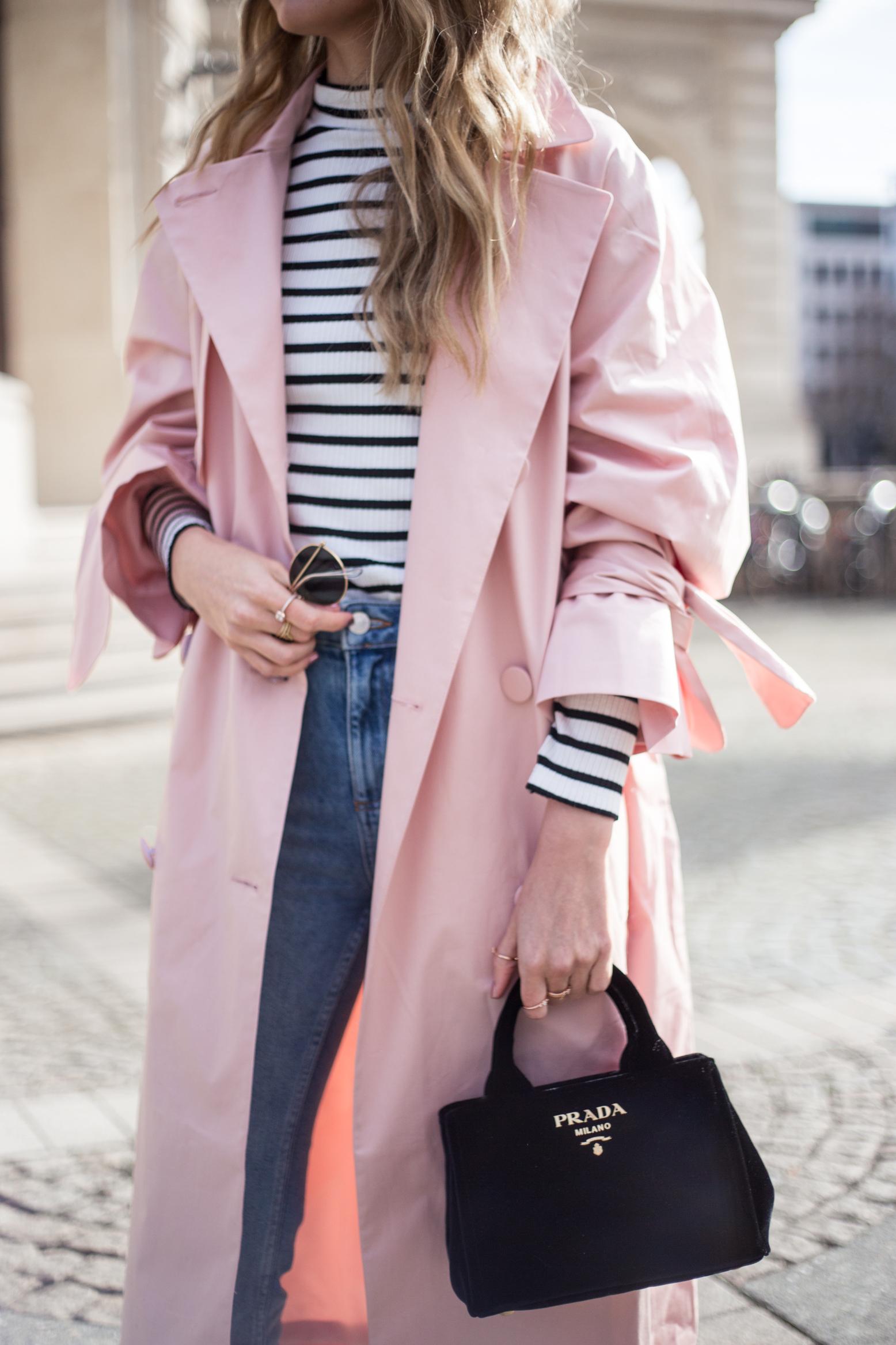 trenchcoat-outfit-prada-bag-velvet-0210
