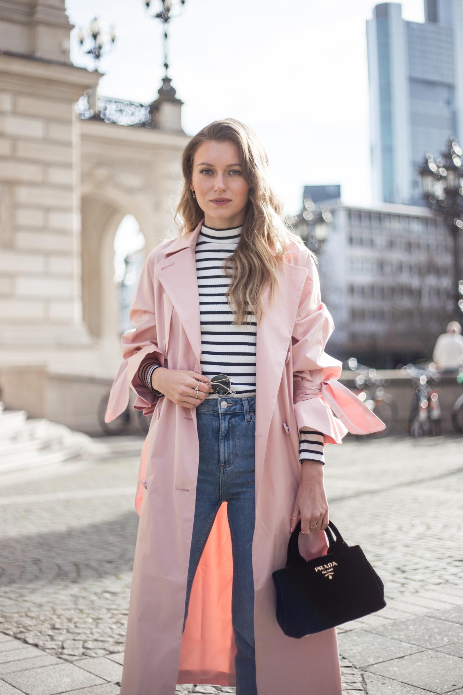 trenchcoat-outfit-prada-bag-velvet-0239