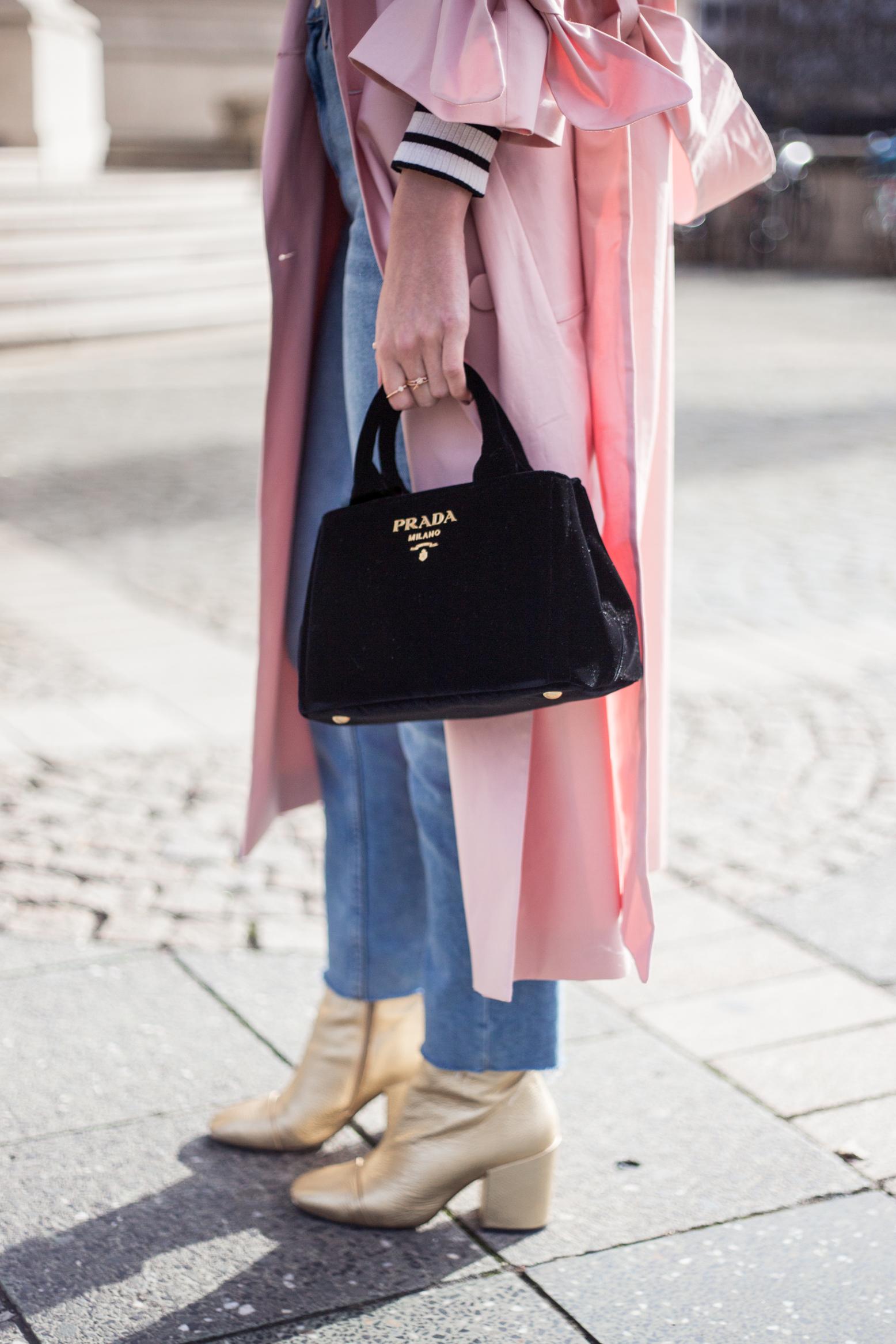 trenchcoat-outfit-prada-bag-velvet-0265