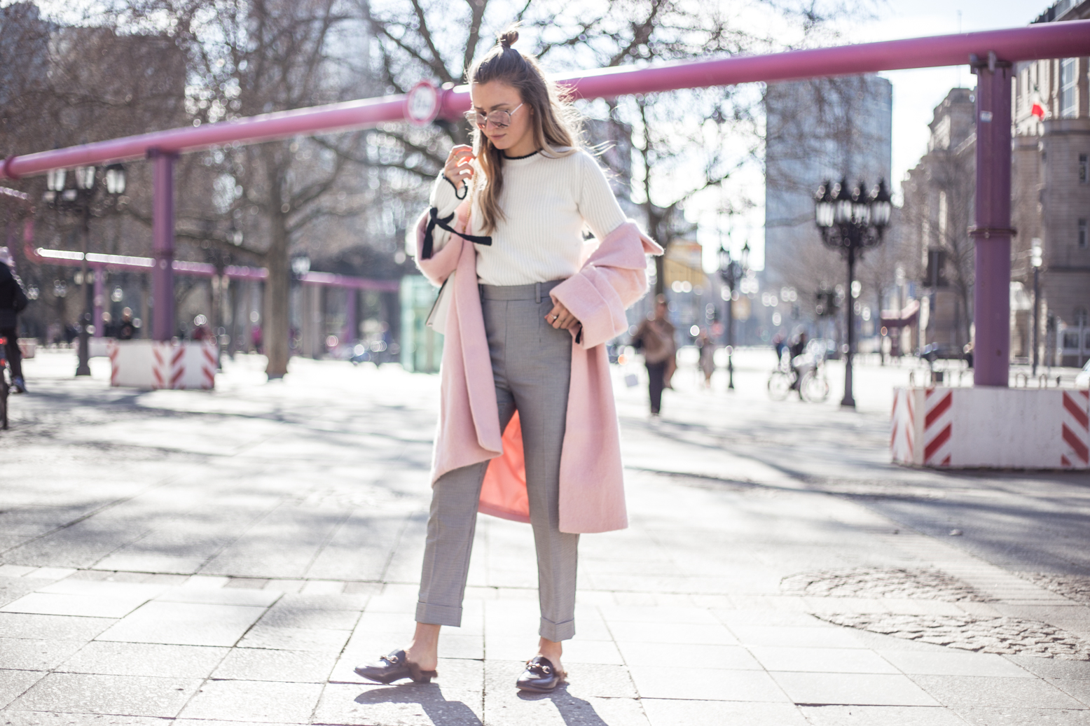 pink-coat-gucci-slipper-livia-auer-1636