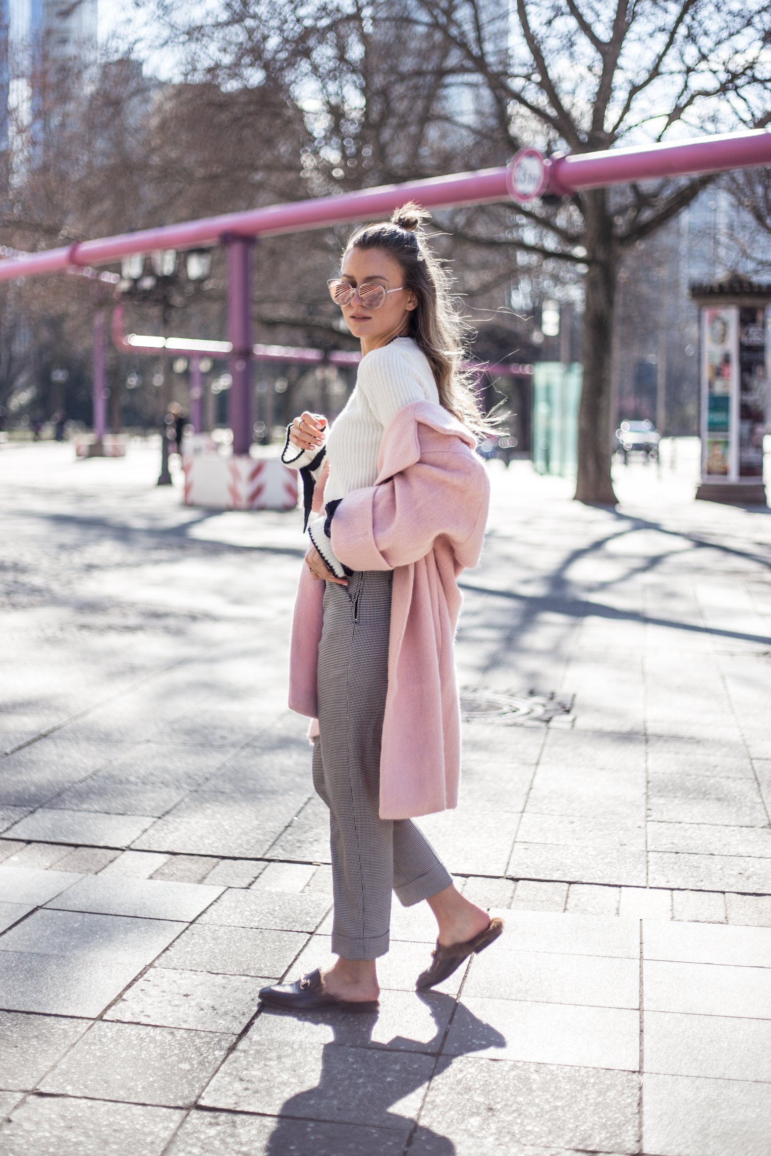 pink-coat-gucci-slipper-livia-auer-1680