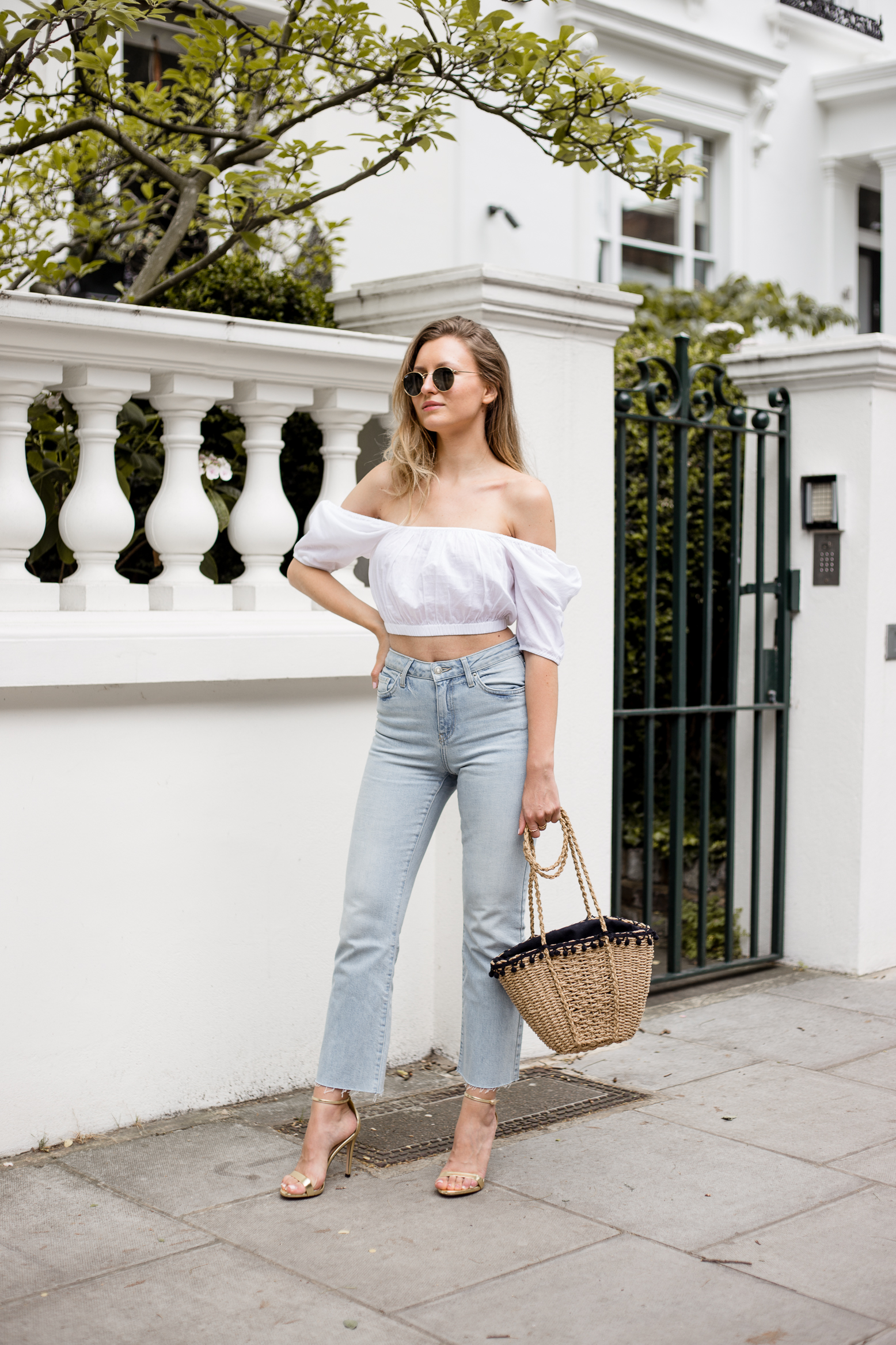 crop-top-raw-edge-denim-outfit-livia-auer--2