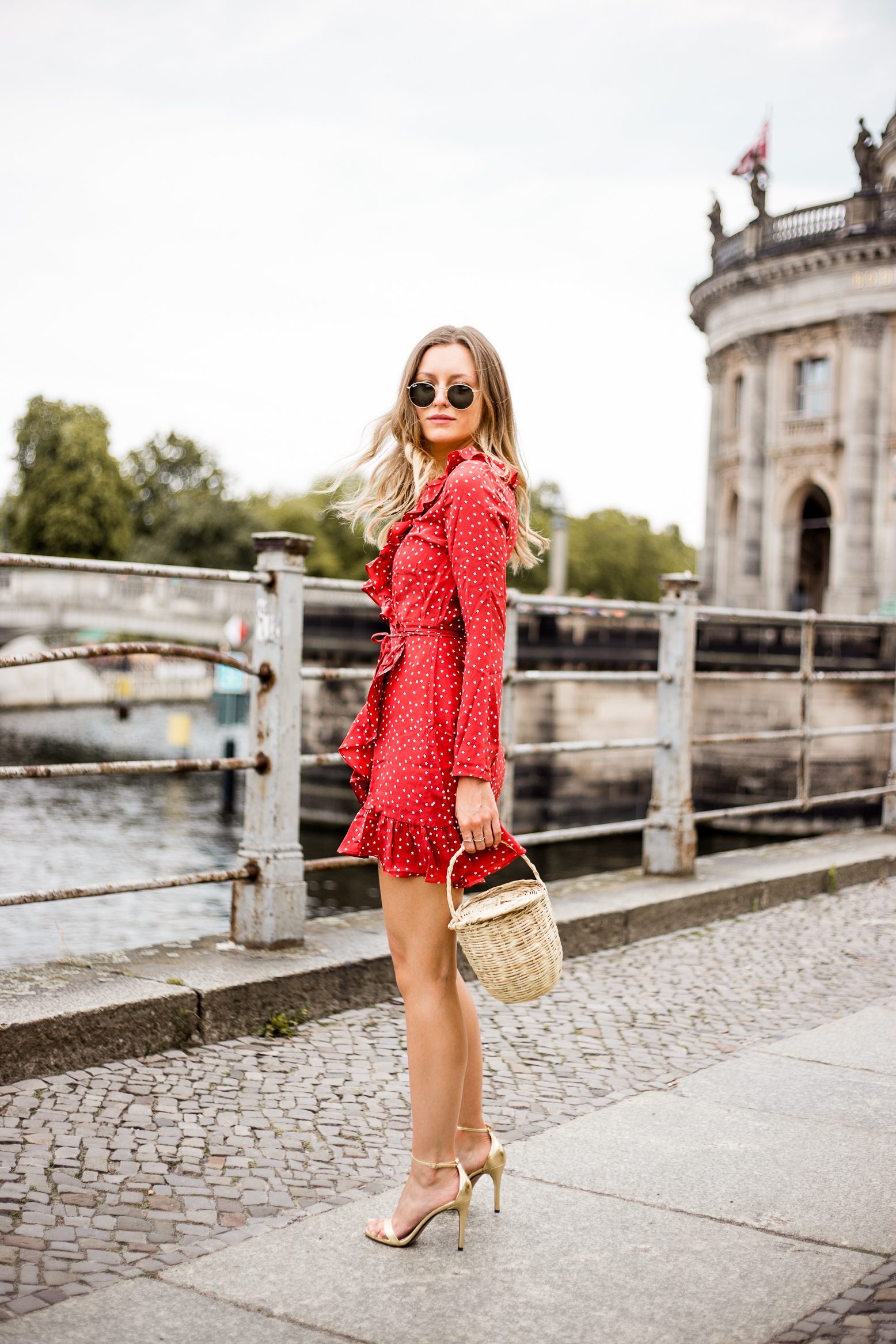 realisation-red-dress-livia-auer--4
